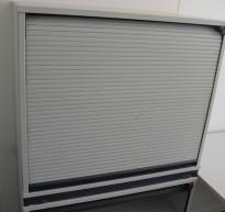 Lavt sjalusiskap / printerskap i lys grå fra Kinnarps, høyde 73cm, pent brukt