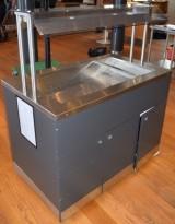 Salatbar / kjøledisk på hjul i rustfritt stål / grått / med pusteskjerm/topp, 120cm bredde, pent brukt