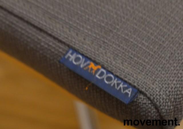 Konferansestol i grått stoff med rygg i bøk fra HovDokka, pent brukt bilde 3