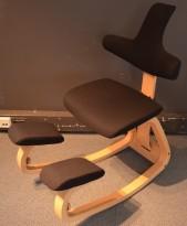 Ergonomisk kontorstol / knestol: Varier (Stokke) Thatsit Balans i grått stoff / bøk, pent brukt