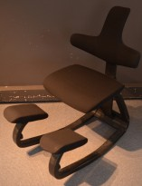 Ergonomisk kontorstol / knestol: Varier (Stokke) Thatsit Balans i sort stoff / sort, pent brukt
