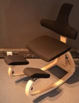 Ergonomisk kontorstol / knestol: Varier (Stokke) Thatsit Balans i grått stoff / ask, pent brukt