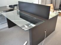 Skrivebord med arbeidsplass for 2 personer i sort eik / glass, 170x196cm, pent brukt
