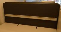 Bordskillevegg fra Götessons, ScreenIt A30, mørk grå med grønn glidelås, 140x80cm, pent brukt