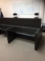 Skrivebord med arbeidsplass for 4 personer i sort eik / glass, 280x196cm, pent brukt