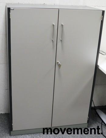 Skap med 3 ringpermhøyder fra EFG i mørkt grått skrog / grå dører, bredde 80cm, høyde 120cm, pent brukt bilde 1