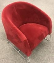 Loungestol fra Noti, modell Mula i rød velurstoff, meier i satinert stål, pent brukt