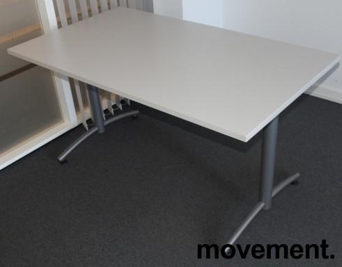 Skrivebord / kompakt møtebord / kantinebord fra EFG i lys grå, 140x80cm, pent brukt bilde 1
