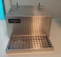 Lite stativ i rustfritt stål for kaffetermos, med drip-tray for avrenning, pent brukt