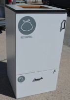 Skap for kildesortering / søppelløsning i lys grå fra Svenheim, restavfall og plast e.l., Bredde 60cm, høyde 115cm, pent brukt
