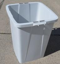 Søppelbøtte i lys grå plast, 52x48cm, høyde 61cm, pent brukt