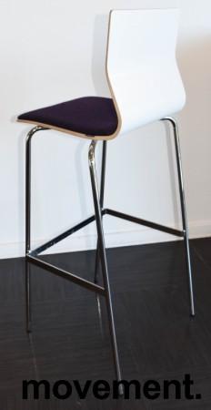 Barkrakk / barstol fra Materia, modell ADAM i hvitt med lilla sete, og krom understell, 78cm sh, pent brukt bilde 2
