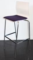Barkrakk / barstol fra Materia, modell ADAM i hvitt med lilla sete, og krom understell, 78cm sh, pent brukt