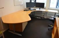 Hjørneløsning / skrivebord Kinnarps T-serie i bøk, 293x240cm, høyreløsning, pent brukt