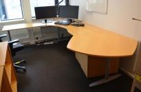 Hjørneløsning / skrivebord Kinnarps T-serie i bøk, 293x240cm, venstreløsning, pent brukt