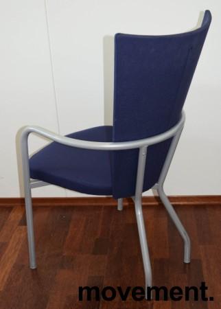 Konferansestol / møteromsstol fra Kinnarps, modell Ari i blått trekk / alugrått understell, pent brukt bilde 2