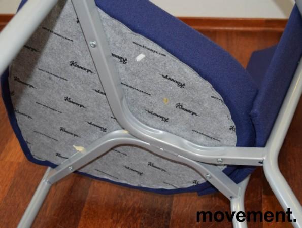Konferansestol / møteromsstol fra Kinnarps, modell Ari i blått trekk / alugrått understell, pent brukt bilde 3