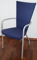 Konferansestol / møteromsstol fra Kinnarps, modell Ari i blått trekk / alugrått understell, pent brukt