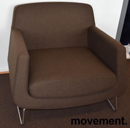 Loungestol fra Skandiform, modell Jefferson i brunt stoff, 92cm bredde, pent brukt bilde 2