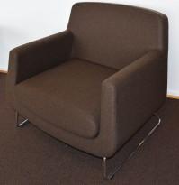 Loungestol fra Skandiform, modell Jefferson i brunt stoff, 92cm bredde, pent brukt