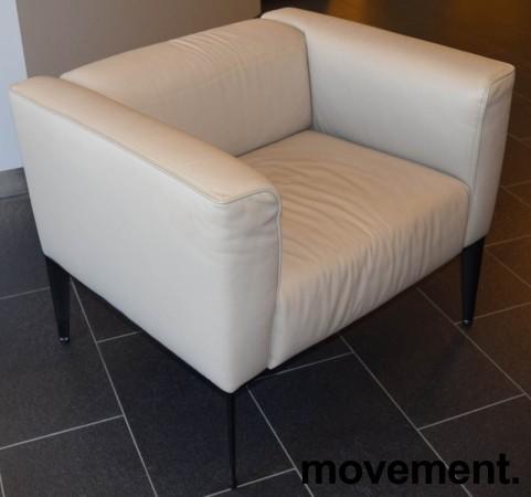 Loungestol fra Arper, modell Sean 1seter i lyst skinn med sorte ben, pent brukt bilde 1