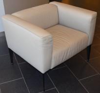 Loungestol fra Arper, modell Sean 1seter i lyst skinn med sorte ben, pent brukt