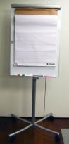 Whiteboard på hjul / flipoverstativ, 76cm bredde, 200cm høyde, pent brukt