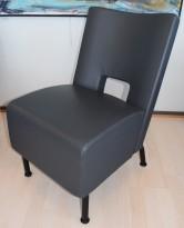 Loungestol fra Materia, modell Element i grått skinn, 49cm bredde, pent brukt
