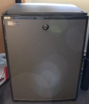 Minikjøleskap / minibar fra Tefcold, modell SM40, 43,5cm bredde, 56cm høyde, pent brukt