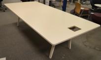 Møtebord / konferansebord i hvitt fra Vitra, Joyn 260x120cm, passer 8-10 personer, hull til kabelboks, pent brukt