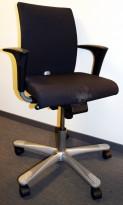 Kontorstol fra Håg: H04 4200 i sort stoff, grått kryss, armlener, pent brukt