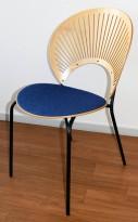 Konferansestol fra Fredericia, design: Nanna Ditzel, modell Trinidad i bjerk / blåmønsteret stoff, pent brukt