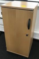 Smalt skap i bøk fra Kinnarps E-serie, 40cm bredde, 85cm høyde, 2 permhøyder, pent brukt