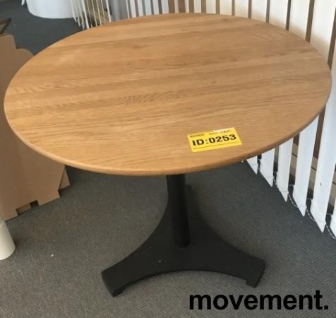 Lite loungebord / kaffebord med plate i heltre eik, sort understell, Ø=70cm, H= 60, pent brukt