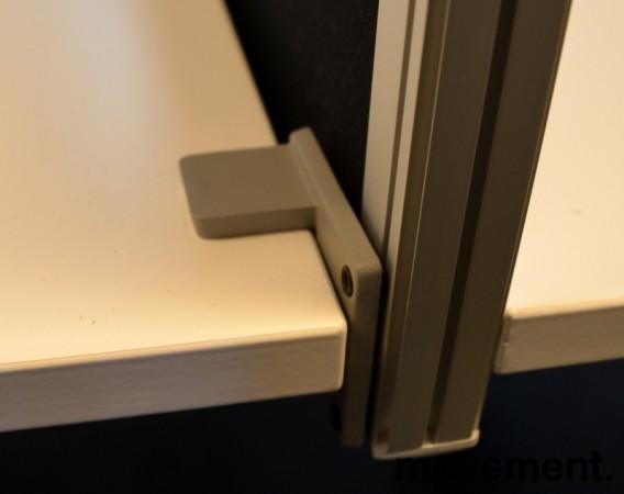 Kinnarps Rezon bordskillevegg i sort til kontorpult, 140cm bredde, 35cm høyde, pent brukt bilde 2