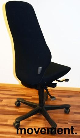 Kontorstol: Kinnarps Synchrone 8000 / Plus 8 i sort stoff, høy rygg, pent brukt bilde 2
