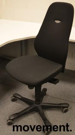 Kontorstol: Kinnarps Synchrone 8000 / Plus 8 i sort stoff, høy rygg, pent brukt bilde 3