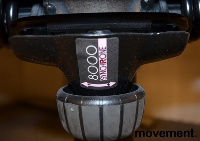 Kontorstol: Kinnarps Synchrone 8000 / Plus 8 i sort stoff, høy rygg, pent brukt bilde 5