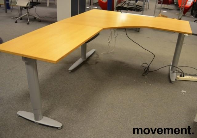 Skrivebord hjornelosning fra Kinnarpsi eik, 180x220cm, venstrelosning, pent brukt