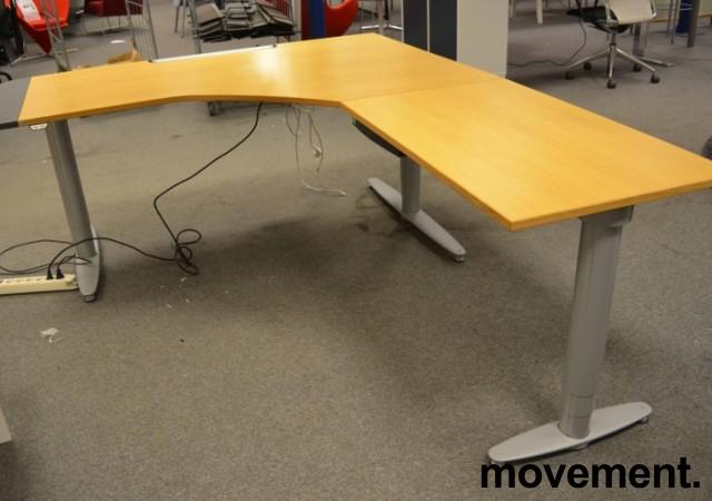 Skrivebord hjornelosning fra Kinnarpsi eik, 180x220cm, hoyrelosning, pent brukt