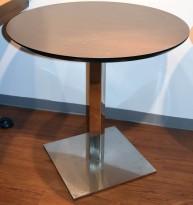 Kafebord med rund 80cm bordplate i brunt, krom fot, 75cm høyde, pent brukt