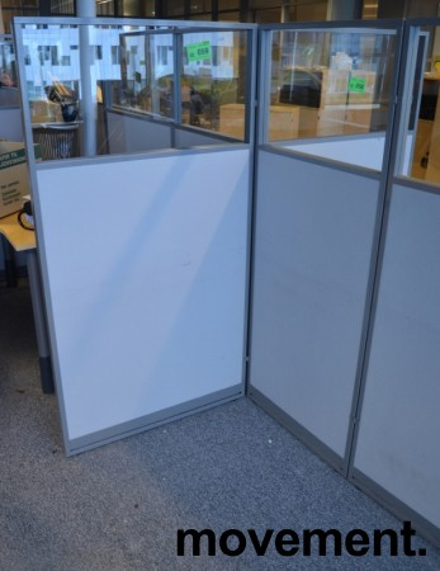Skillevegg fra Kinnarps, modell Rezon i grått, vindu i toppen, 60cm bredde, 150cm høyde, pent brukt bilde 3