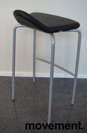 Barstol fra Materia, modell Plektrum i sort skinn / krom, 78cm sittehøyde, pent brukt bilde 2
