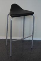 Barstol fra Materia, modell Plektrum i sort skinn / krom, 78cm sittehøyde, pent brukt