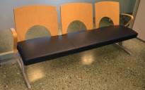 Kinnarps Yin sittebenk / sofa i sort skinn / bjerk, 3-seter, bredde 189cm, pent brukt