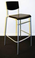 Enkel barkrakk fra Ikea, modell Stig, 74cm sittehøyde, Sort sete, grått understell, pent brukt