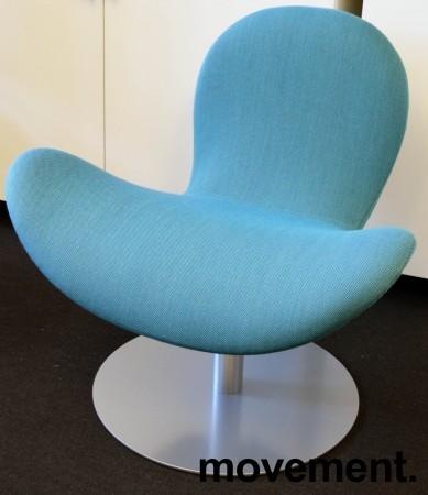 Loungestol fra Martela: Modell Fly Me, turkis stoff med satin base, swingback, pent brukt utstillingsmodell bilde 2