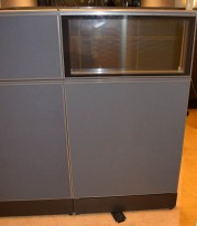 Skillevegg-modul til kontor fra Kinnarps, 80B 150H, Zonit-serie, Grå+glasstopp, Lyddempende / Kabelkanal, pent brukt