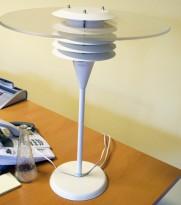 Retro bordlampe fra Thorn Järnkonst, modell Apollom N, hvit, pent brukt