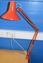 Vintage Luxo-lampe i rødt, L-1P, original arkitektlampe med bordklemme, pent brukt